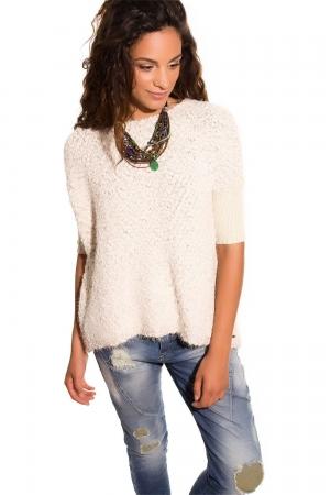 Suéter grueso beige con hilo de lurex