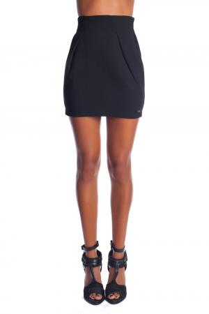 Falda negra estructurada con pliegues