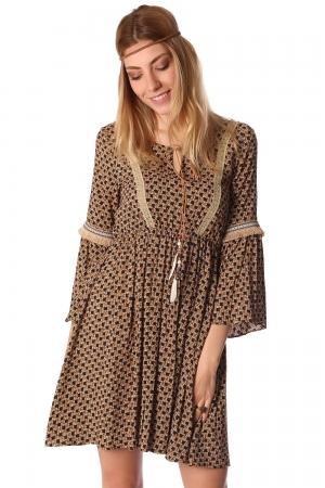 Vestido a media pierna camel estilo bohemio con estampado y detalle de lazo con pluma