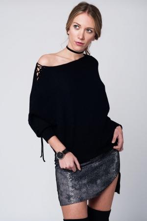Jersey de punto negro con detalle anudado en el brazo