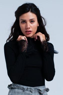Camisa negra con encaje
