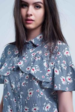 Camisa azul con estampado de flores y rayas
