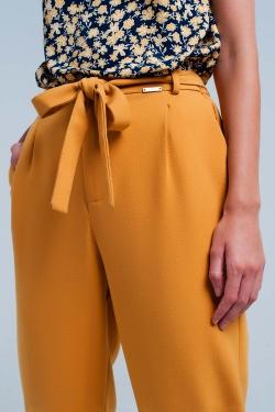 Pantalon alto mostaza de talle alto con cinturón