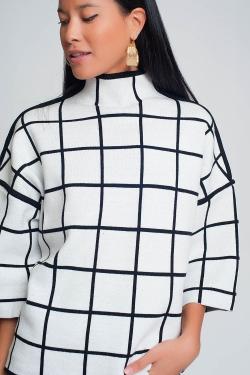 Maglione bianco con stampa a scacchi in manica 3/4 e collo alto
