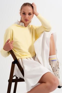 Maglione giallo con cappuccio a manica lunga